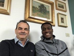Armando Pintus con Abass Awudu Abass, giocatore di basket